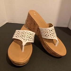 American eagle sandal/wedge